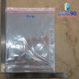 PLASTIK OPP 25 X 30 CM 20 MIC / PLASTIK BAJU / PLASTIK GARMENT / PLASTIK BUKU / BAJU ANAK